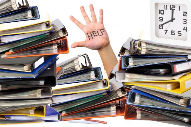 経理の決算は残業100時間超えの激務?休日出勤は当たり前?